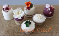 Autumnal floral mini cakes and cupcakes 2